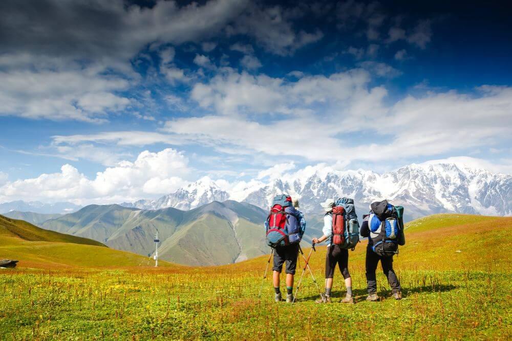 0860cf4ab Letná turistická sezóna sa pomaličky rozbieha a ak patríte k tým ženám,  ktoré rady turistikujú, určite veľmi dobre viete, že počasie v horách sa  mení každú ...